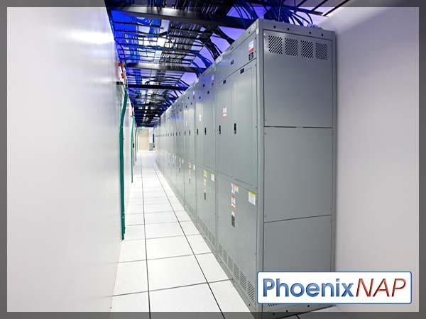 PhoenixNAP-datacenterFloor