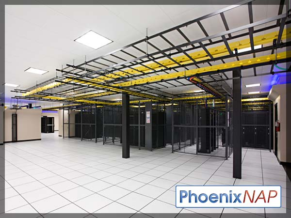 PhoenixNAP-datacenterFloor2